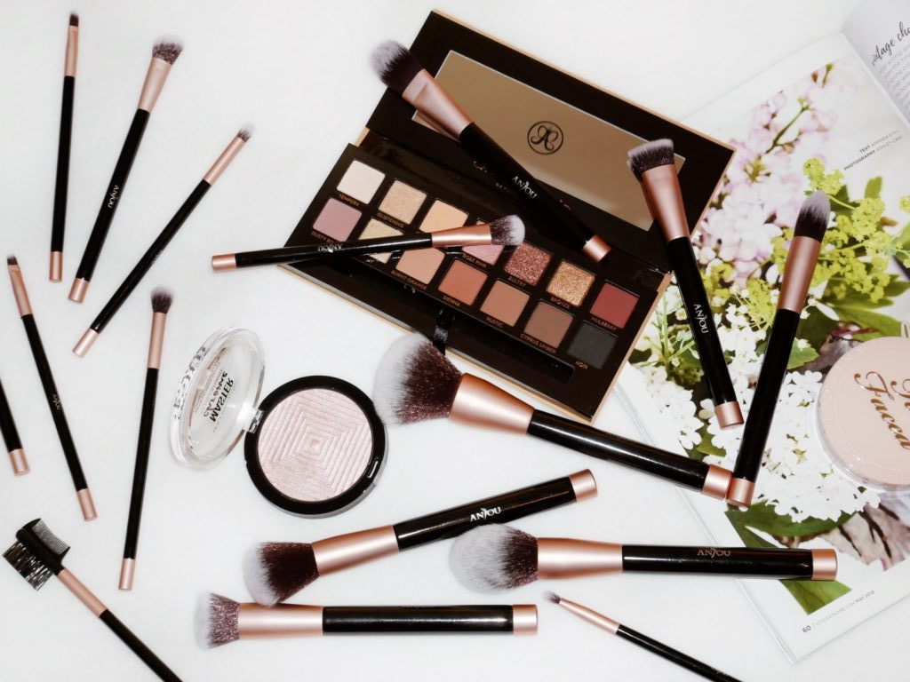 The Makeup Brushes Everyone Needs In Their Makeup Bag